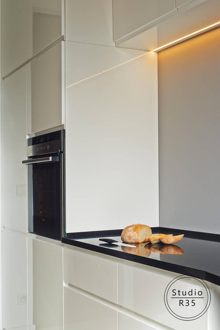 Grochów: styl , w kategorii Kuchnia zaprojektowany przez Studio R35,Nowoczesny