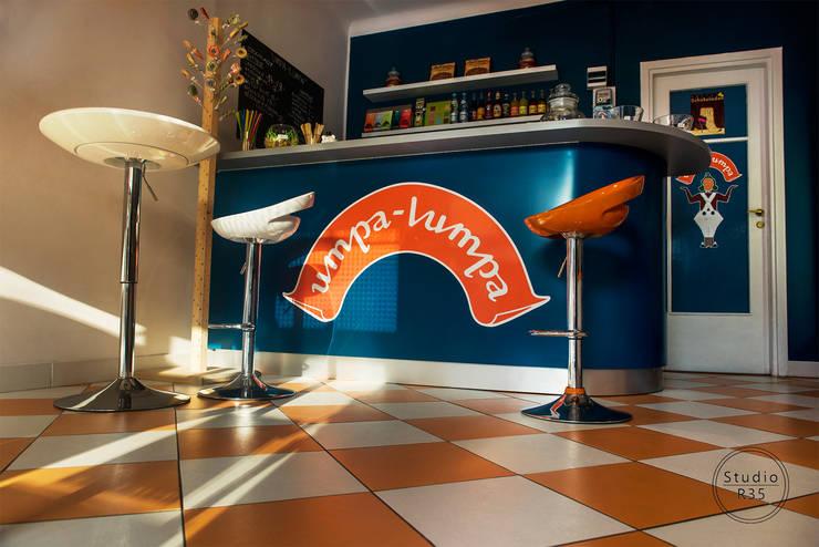 Sklep z czekoladą: styl , w kategorii Bary i kluby zaprojektowany przez Studio R35,Nowoczesny