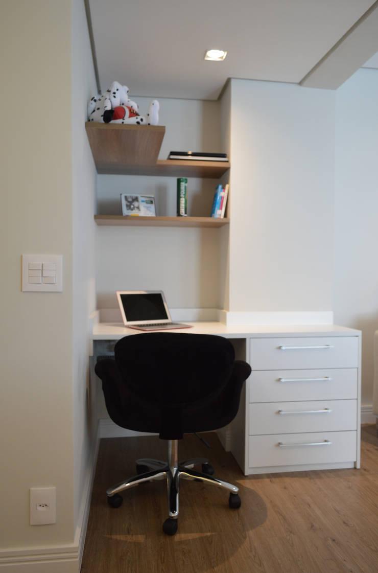 Study/office by Fabiana Rosello Arquitetura e Interiores,