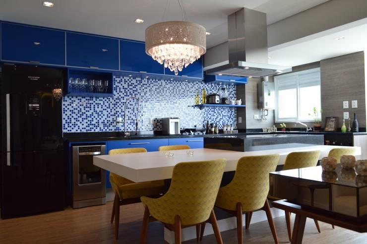 Comedores de estilo  por Fabiana Rosello Arquitetura e Interiores,