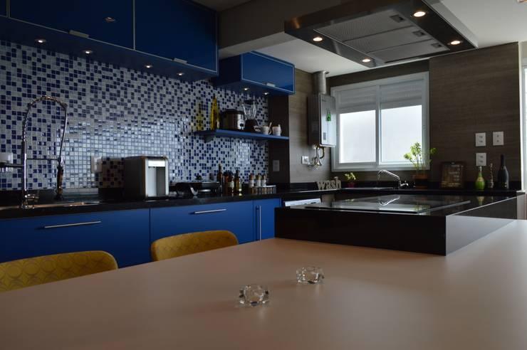 Cocinas de estilo  por Fabiana Rosello Arquitetura e Interiores,
