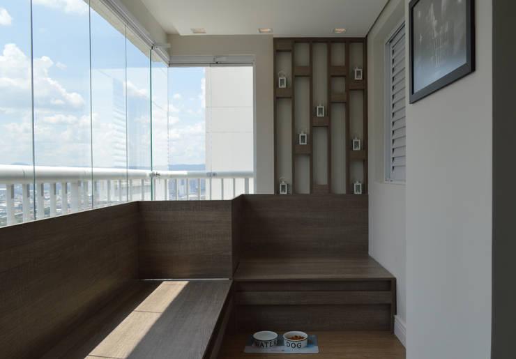 Terrazas  de estilo  por Fabiana Rosello Arquitetura e Interiores,