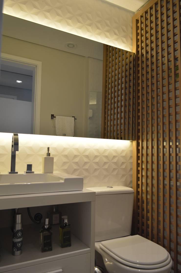 Baños de estilo  por Fabiana Rosello Arquitetura e Interiores,