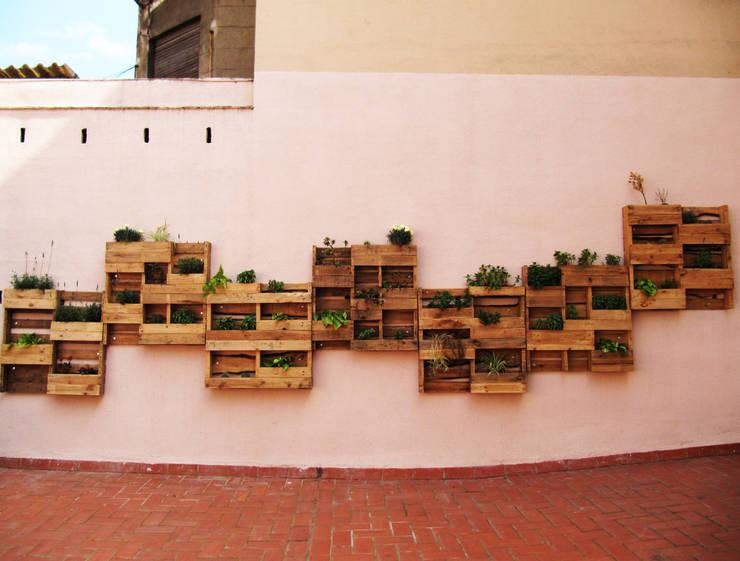 Balcones y terrazas de estilo  por Aida Lopez Paisajista