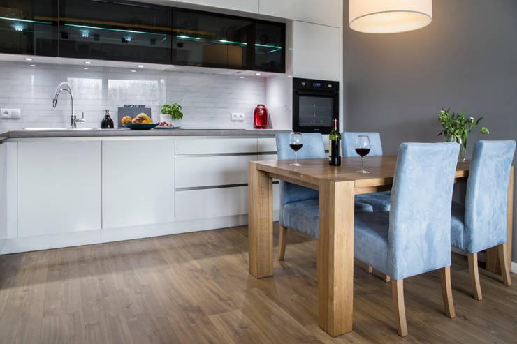Salon z aneksem kuchennym, Szczecin: styl , w kategorii Kuchnia zaprojektowany przez Bartosz Andrzejczak Architekt Wnętrz,Nowoczesny