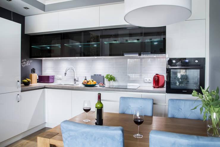 Salon z aneksem kuchennym, Szczecin: styl , w kategorii Kuchnia zaprojektowany przez Bartosz Andrzejczak Architekt Wnętrz