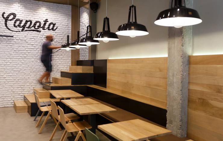 Bars & clubs de style  par auno50 interiorismo, Scandinave