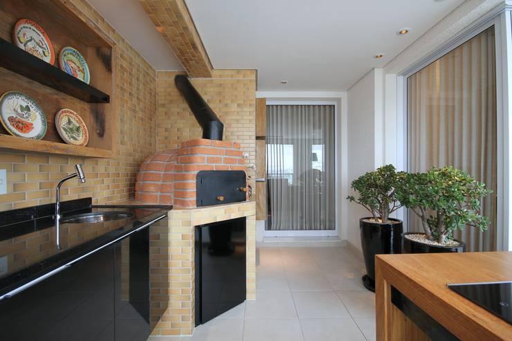 بلكونة أو شرفة تنفيذ MeyerCortez arquitetura & design