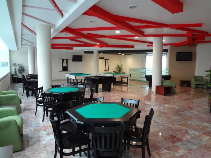 CENTRO DE JUBILADOS Y PENSIONADOS DEL SERVICIO PÚBLICO: Salas de estilo  por AR+D arquitectos