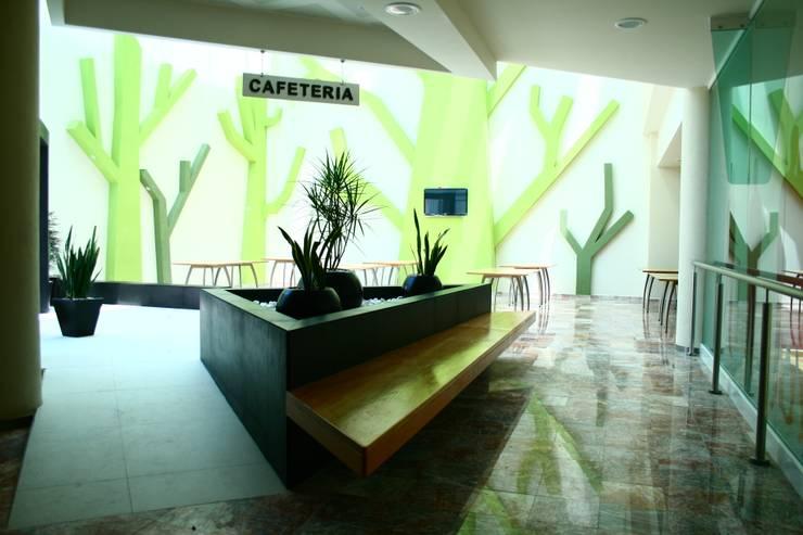 CENTRO DE JUBILADOS Y PENSIONADOS DEL SERVICIO PÚBLICO: Comedores de estilo  por AR+D arquitectos