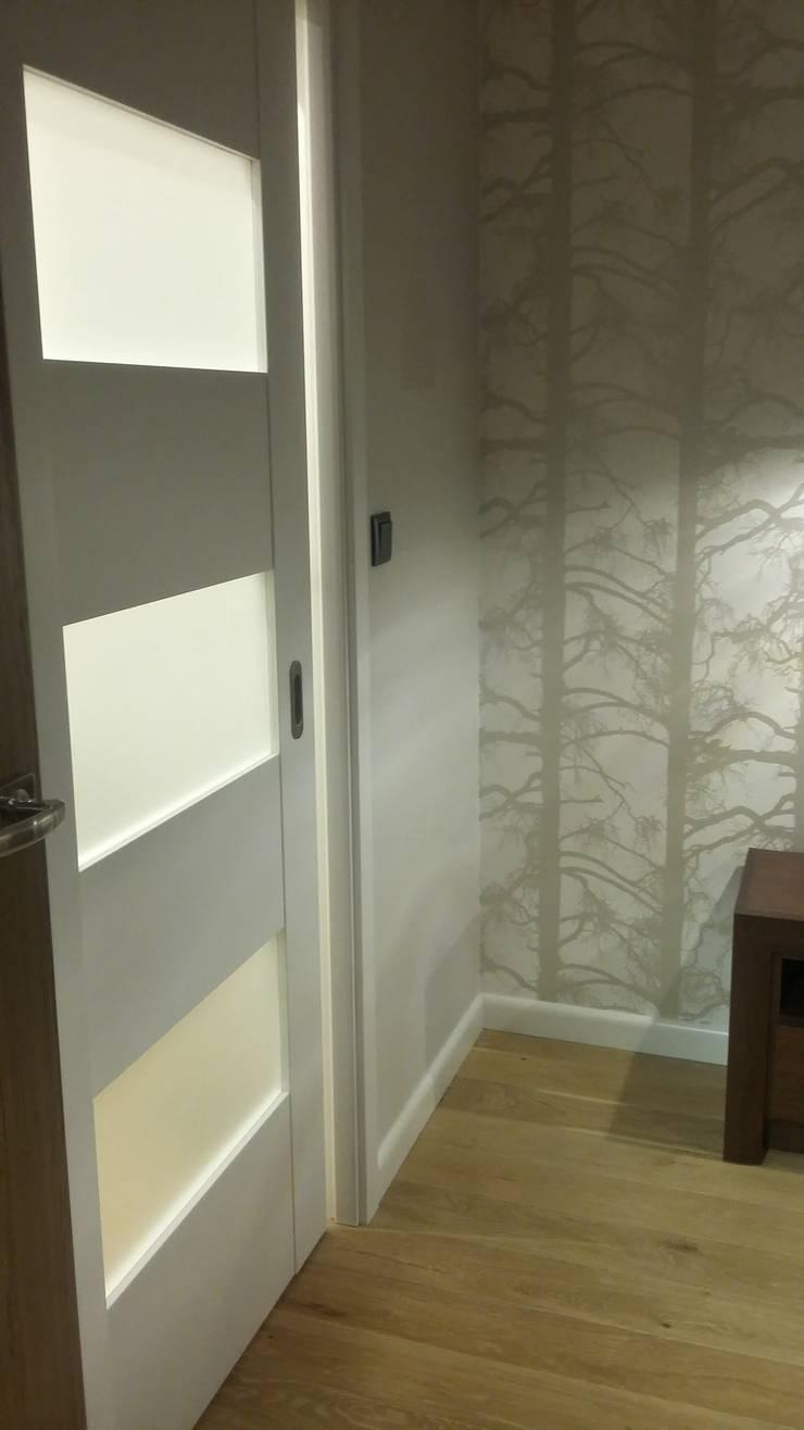 Mieszkanie dla pary: styl , w kategorii Sypialnia zaprojektowany przez Denika