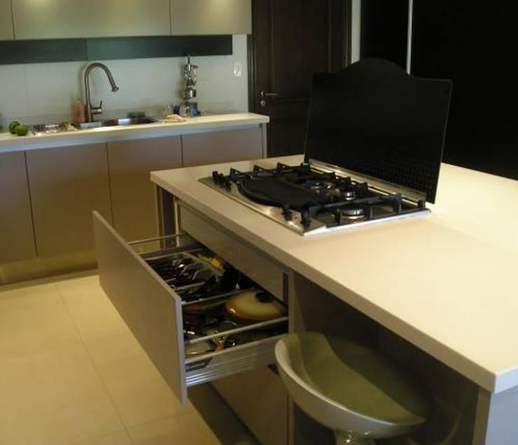 GRECO HOUSE: Cocinas de estilo  por Carbone Fernandez Arquitectos,