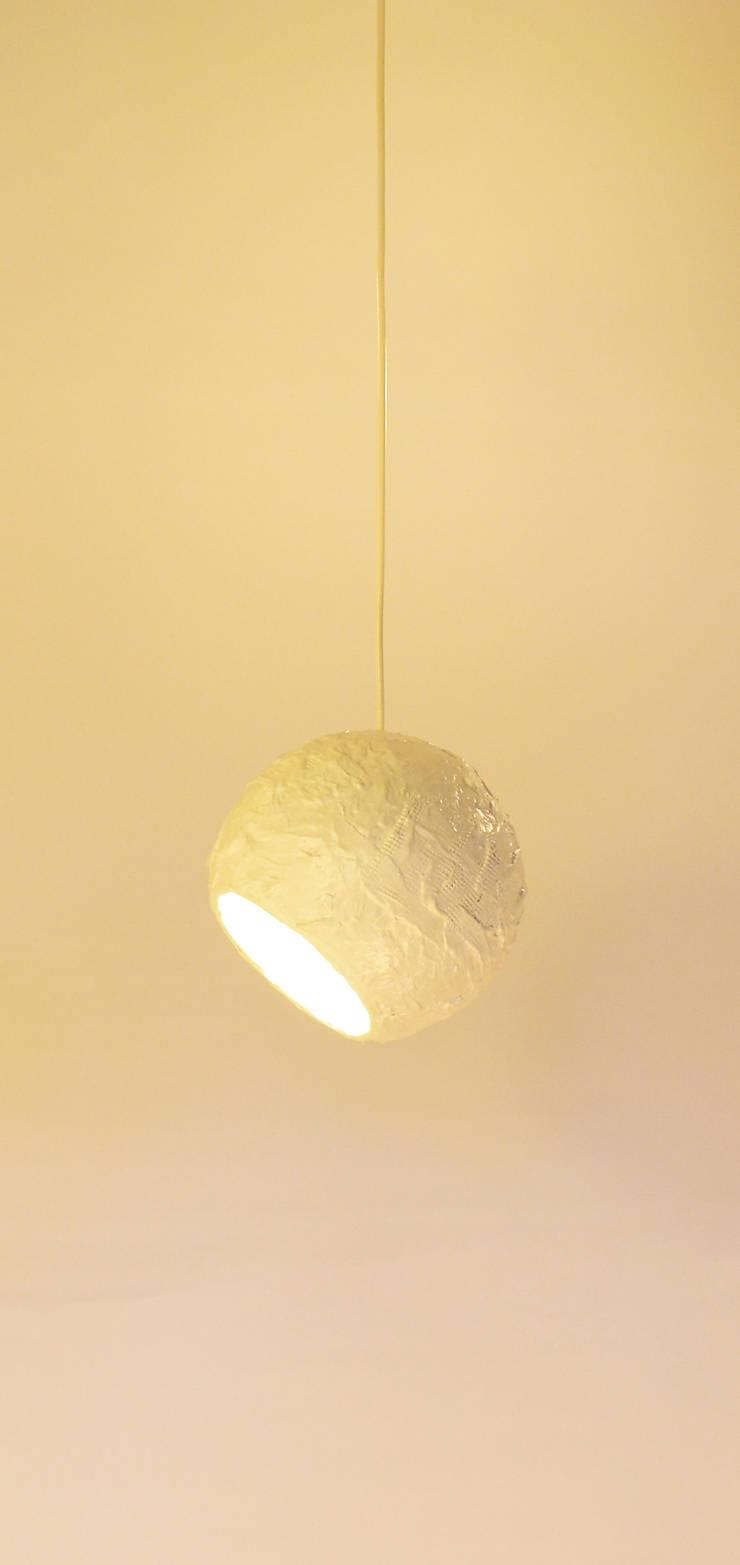 POLPA LAMPS - Paulo Crafter: Casa  por Blue Art Factory
