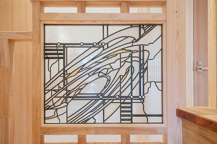 玄関正面手摺2: マルグラスデザインスタジオが手掛けた玄関&廊下&階段です。
