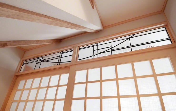 欄間: マルグラスデザインスタジオが手掛けた窓&ドアです。