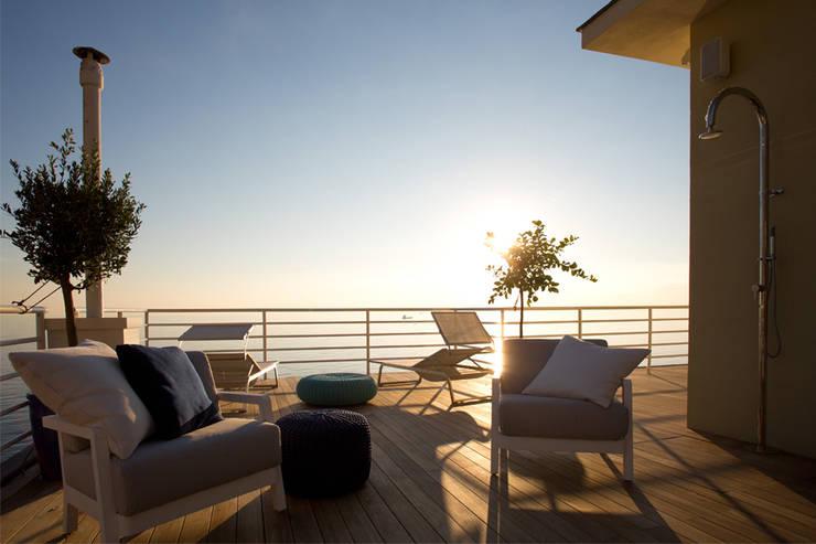 NEL BLU | Genova: Giardino in stile in stile Mediterraneo di marta carraro