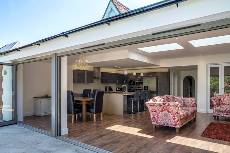 Surrey House:  Dining room by Frost Architects Ltd