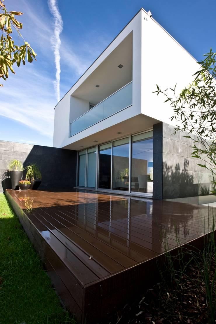 Casa A.F. | atelier d'arquitectura J. A. Lopes da Costa: Casas  por Atelier Lopes da Costa