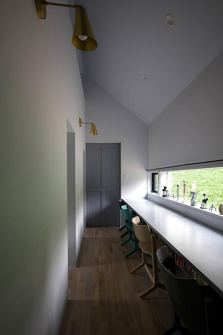 スタディールーム: 小林良孝建築事務所が手掛けた子供部屋です。,インダストリアル