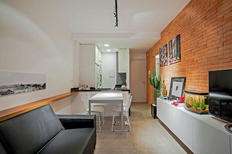 Salas / recibidores de estilo moderno por Studio Boscardin.Corsi Arquitetura