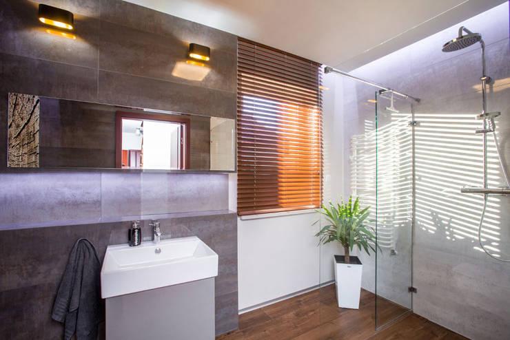 Mała łazienka: styl , w kategorii Łazienka zaprojektowany przez Viva Design - projektowanie wnętrz