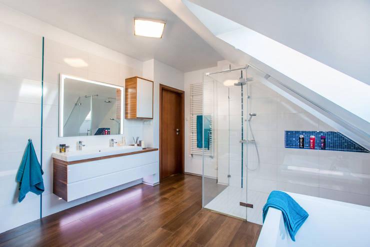 Viva Design - projektowanie wnętrzが手掛けた浴室