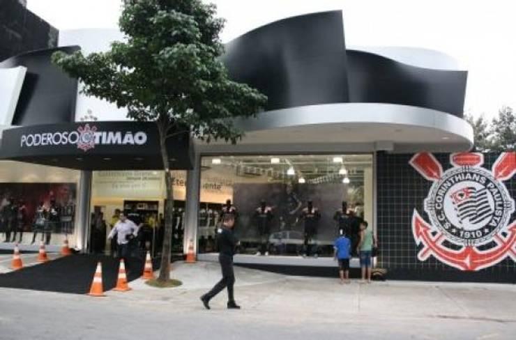 Loja de esporte - Poderoso Timão - Brasil Lojas & Imóveis comerciais modernos por Arquitetura Ecológica Moderno