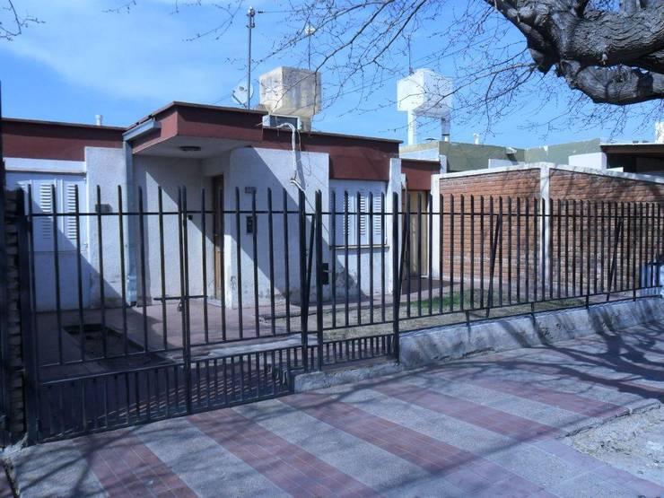 AMPLIACION DOBLE COCHERAS:  de estilo  por M.i. arquitectura & construcción