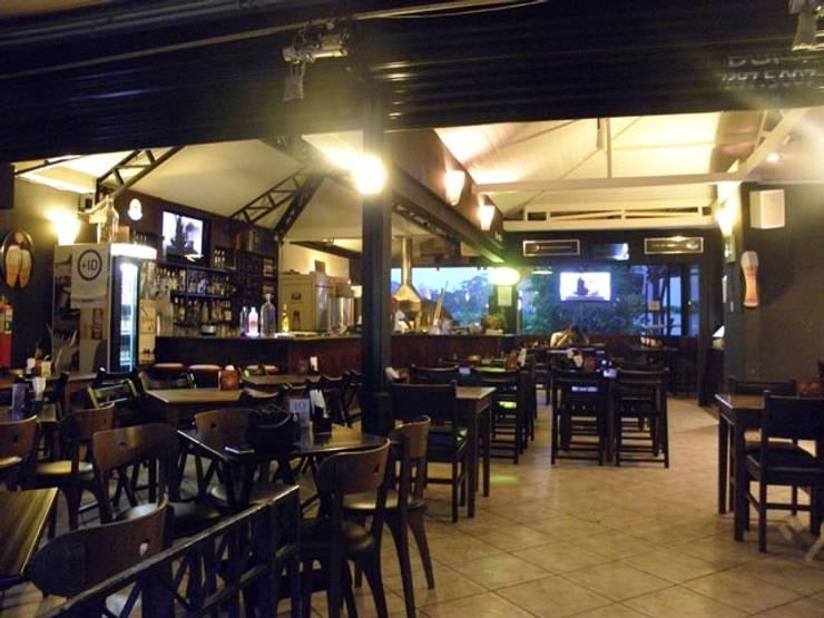 Bar : Bares e clubes  por Arquitetura Ecológica