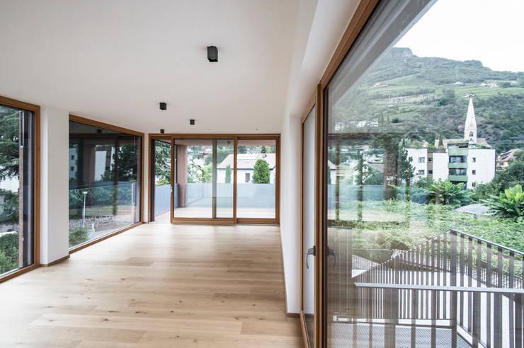 Villa Gries:  Wohnzimmer von noa* - network of architecture