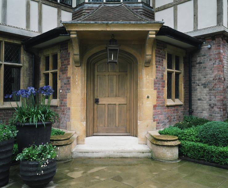Projekty,  Okna zaprojektowane przez Stuart Interiors