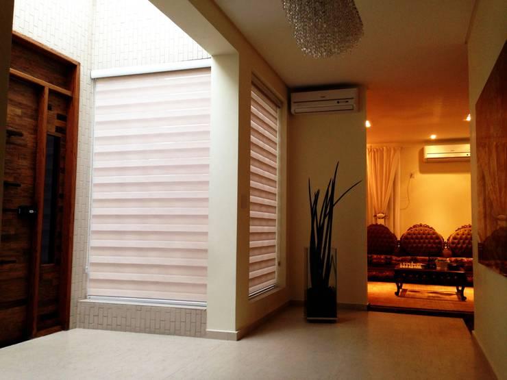 Residência Tucuruvi - São Paulo - Brasil : Corredores e halls de entrada  por Arquitetura Ecológica,Moderno