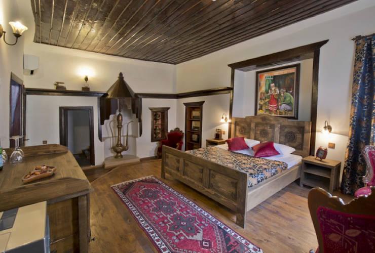 Oddun – Agatha Lodge & More:  tarz