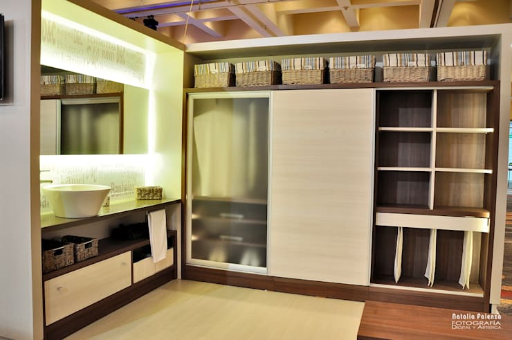 Vestidores y closets de estilo  por D&C Interiores
