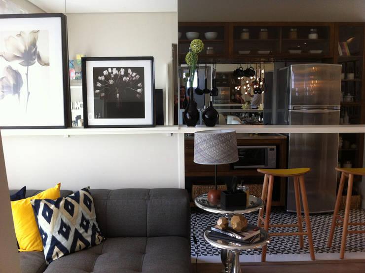 Decorado 60m²: Salas de estar  por Fabiana Rosello Arquitetura e Interiores,Eclético