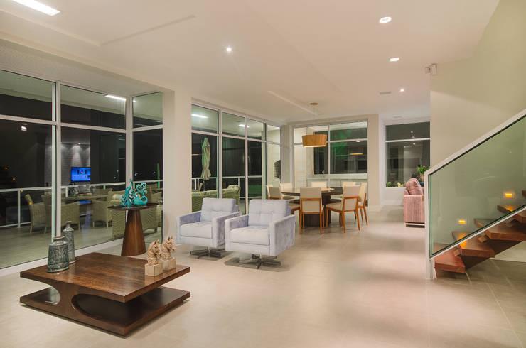 Salas de estilo moderno por Fábrica Arquitetura
