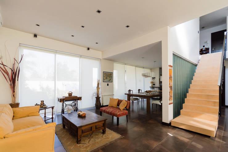 Salones de estilo  de Carbone Fernandez Arquitectos