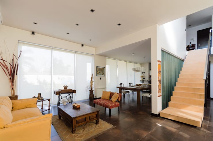 CARBONE HOUSE: Livings de estilo  por Carbone Fernandez Arquitectos