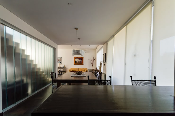 Dining room by Carbone Arquitectos, Modern