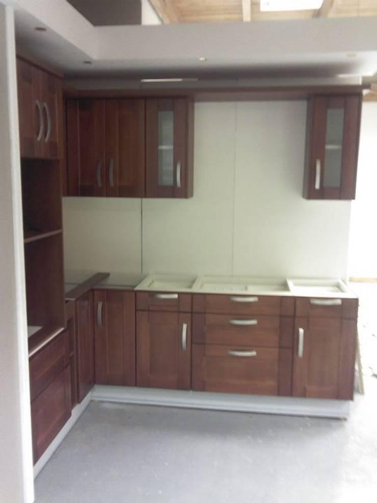Muebles de Cocina: Cocinas de estilo  por Sql Amoblamientos de Cocina