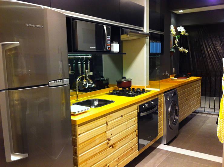 Decorado 49m²: Cozinhas  por Fabiana Rosello Arquitetura e Interiores