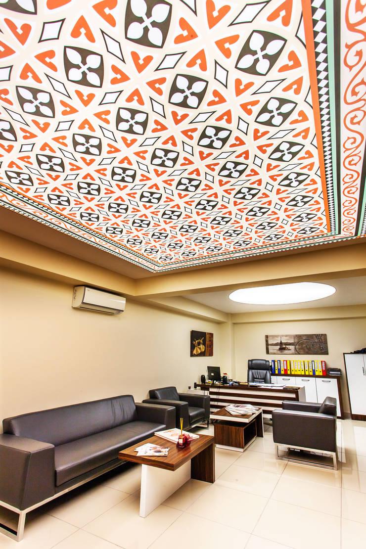 Internova Stretch Ceiling & 3d Flooring  – Stretch Ceiling: rustik tarz tarz Oturma Odası
