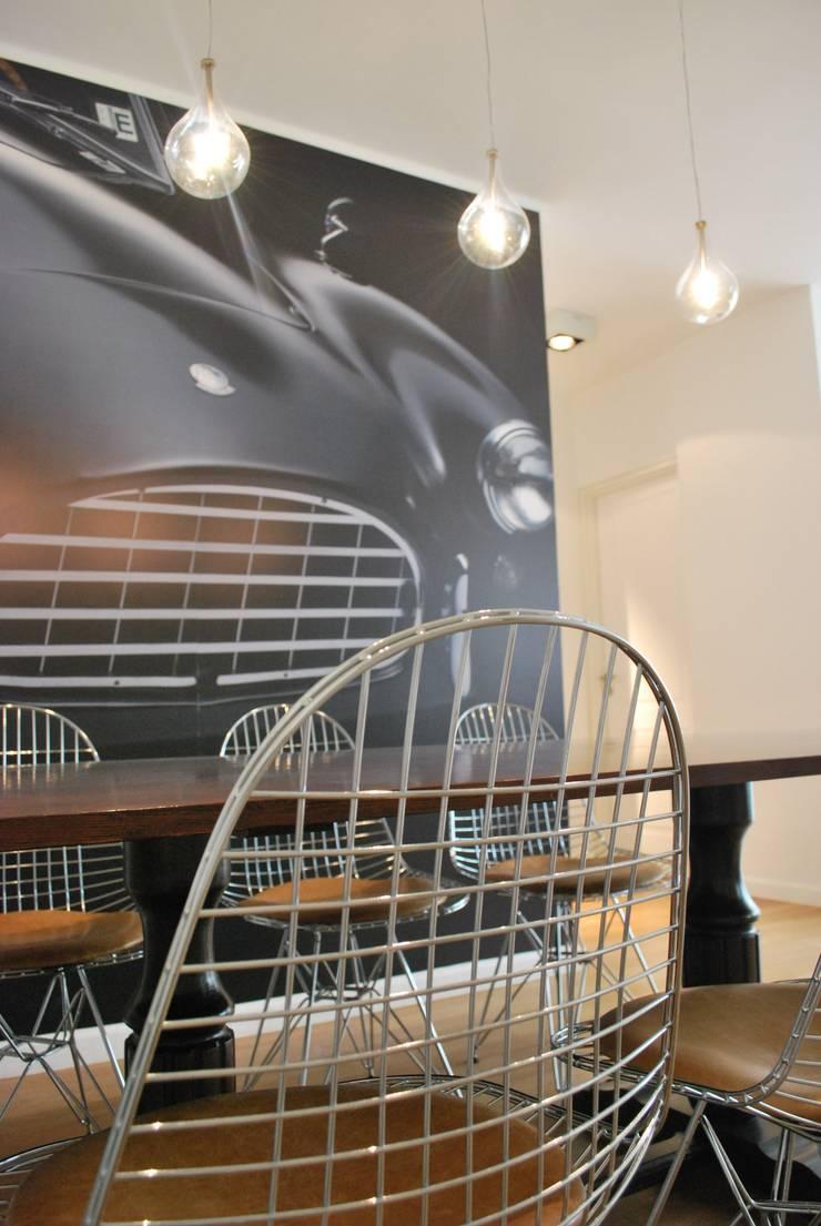 Black & Wood Salones escandinavos de SQUADRA DISEGNO Escandinavo Madera maciza Multicolor