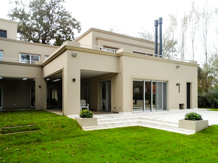 Houses by Carbone Fernandez Arquitectos, Modern