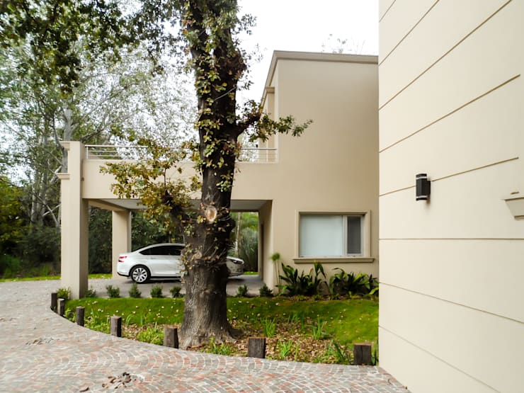 Houses by Carbone Fernandez Arquitectos, Classic