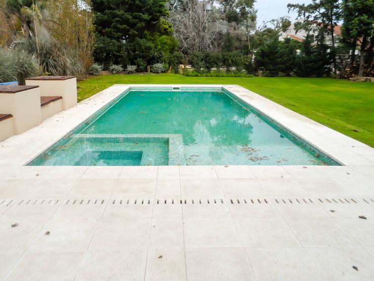 Pool by Carbone Fernandez Arquitectos, Classic