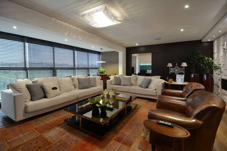Morar e receber bem: Salas de estar modernas por Marcelo Minuscoli - Projetos Personalizados