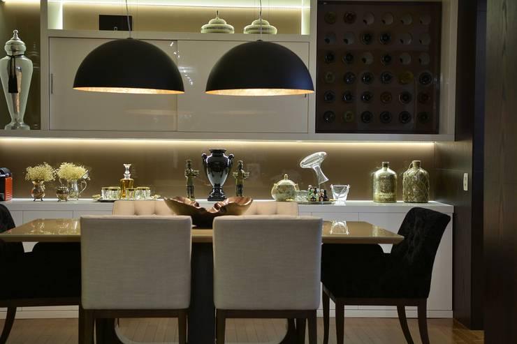 Morar e receber bem: Salas de jantar modernas por Marcelo Minuscoli - Projetos Personalizados