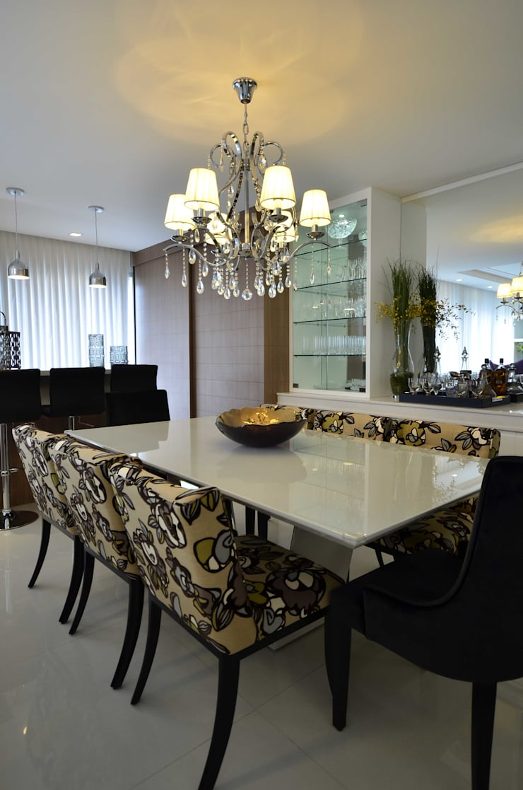 Versátil e luminoso: Salas de jantar  por Marcelo Minuscoli - Projetos Personalizados,