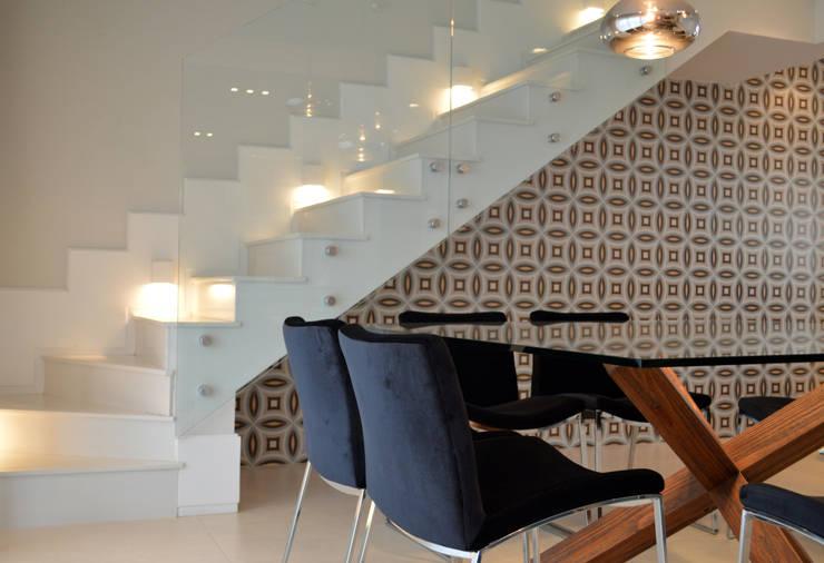 Apartamento 294m²: Salas de jantar  por Fabiana Rosello Arquitetura e Interiores,